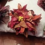 Spilla fiore policromatico, con petali realizzati a mano